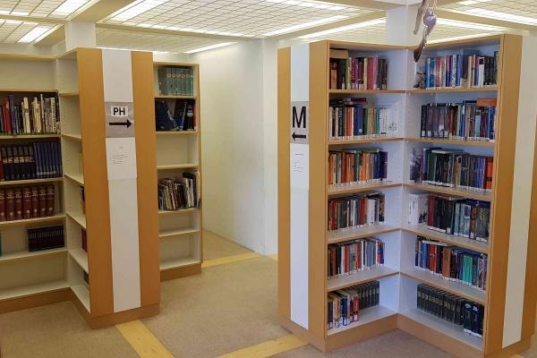 bibliothekD9D65E98-5750-453C-4C2D-3BD2B4D62615.jpg