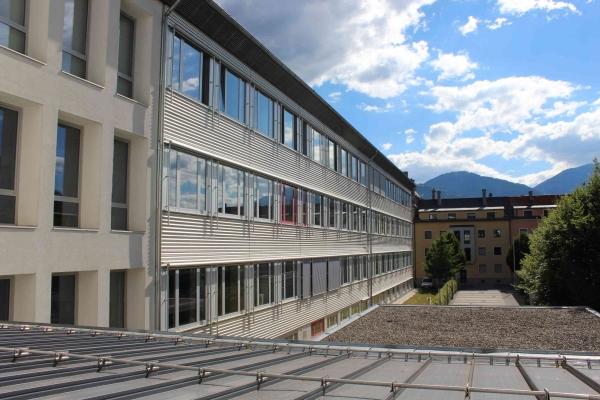 schulefront3291C1E24-E4F0-5EA7-6765-531E4A5D4E50.jpg